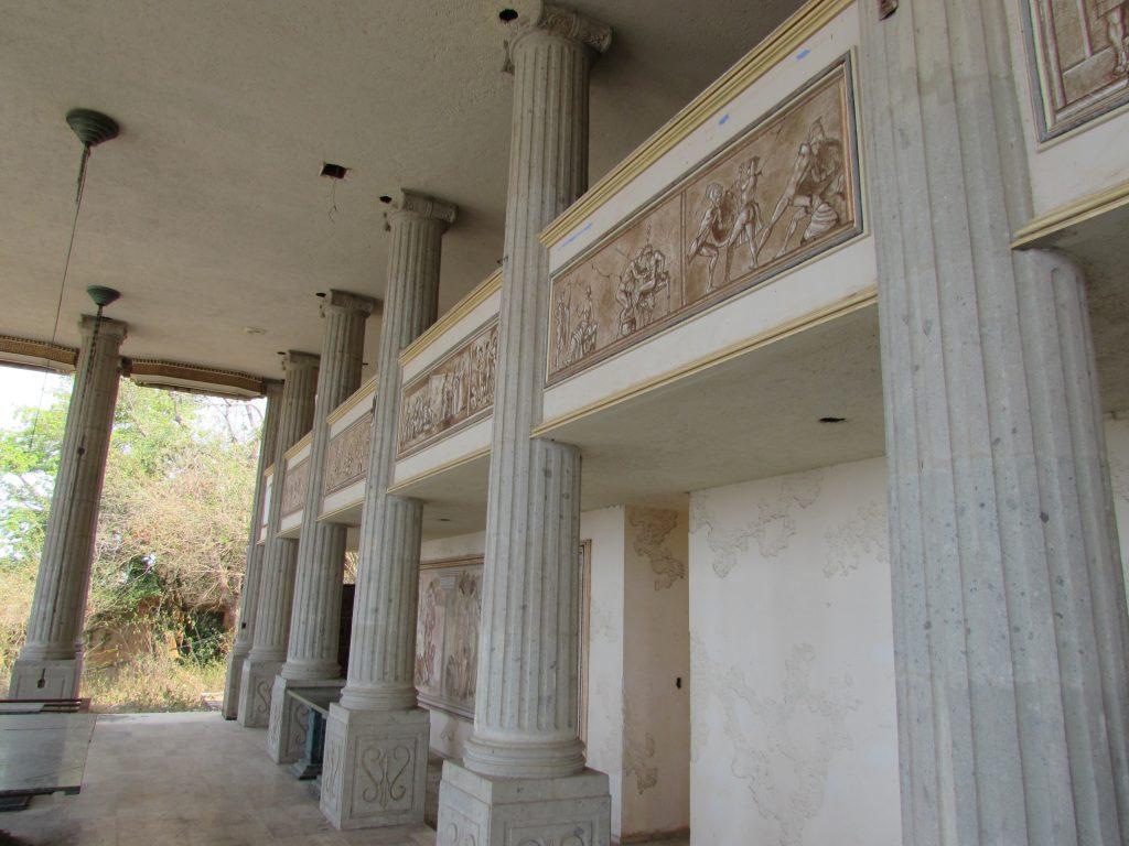 Interior del Partenón del Negro Durazo Zihutanejo